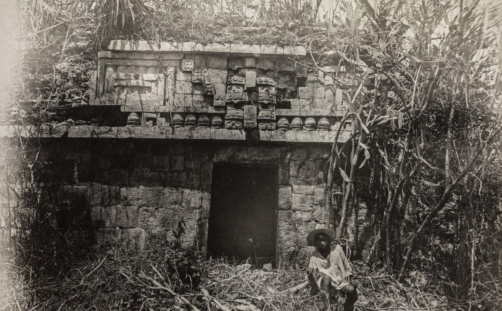 07. Маленький дворец в руинах майя Хаксхе (также называемый Сакбе)