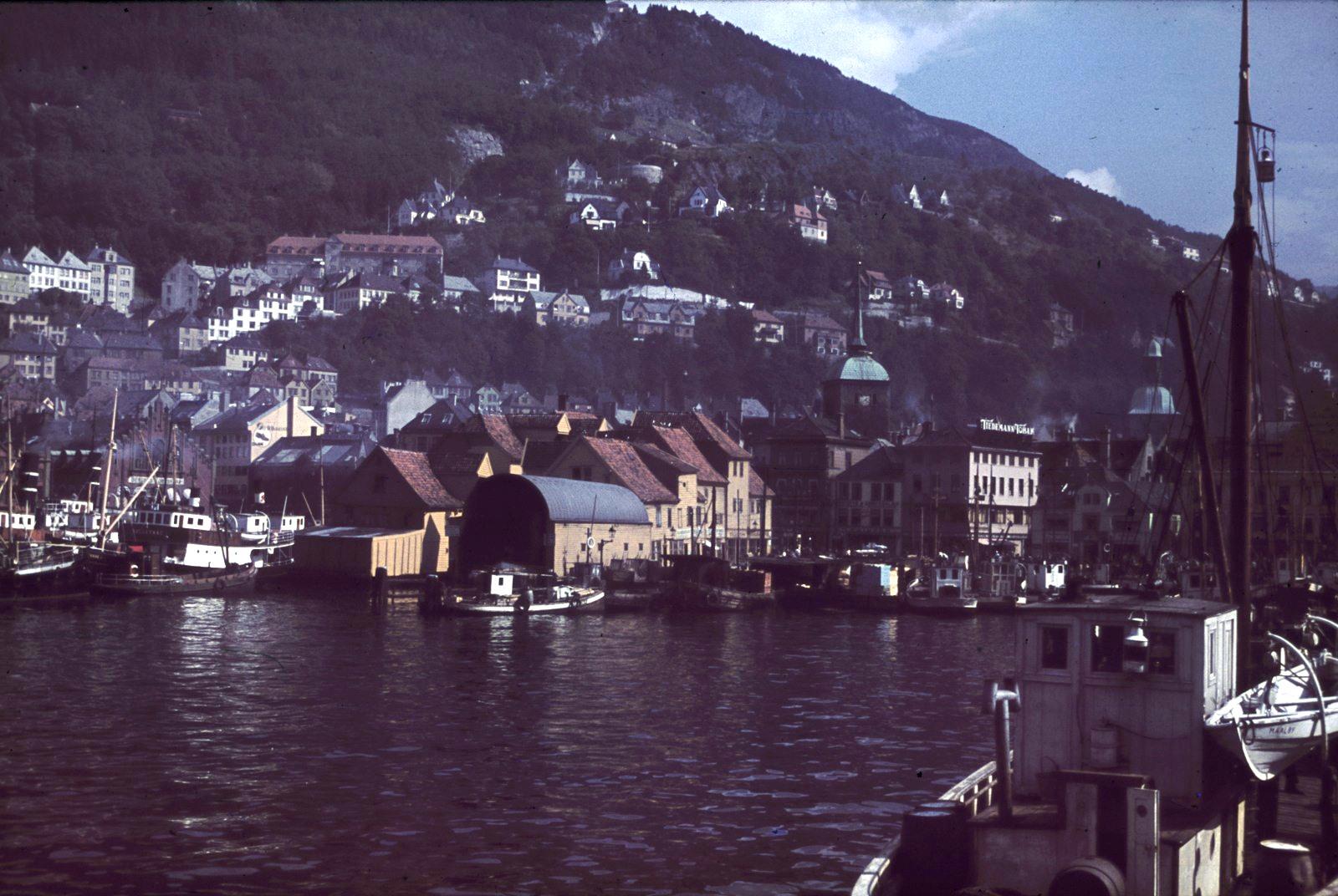 Берген. Вид с корабля на гавань и город
