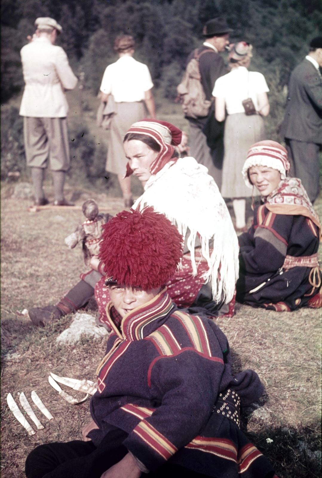 Саамы в национальных  костюмах