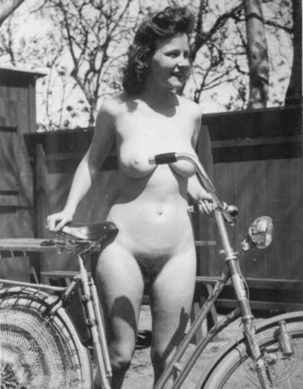 Ретро голые женщин фото