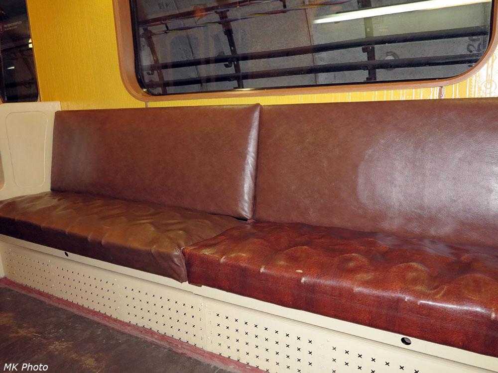 Ретро-поезд с пружинными диванами