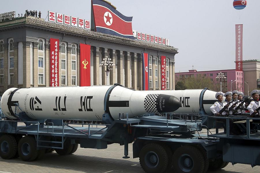 Парад в Пхеньяне, баллистическая ракета, 15.04.17.png