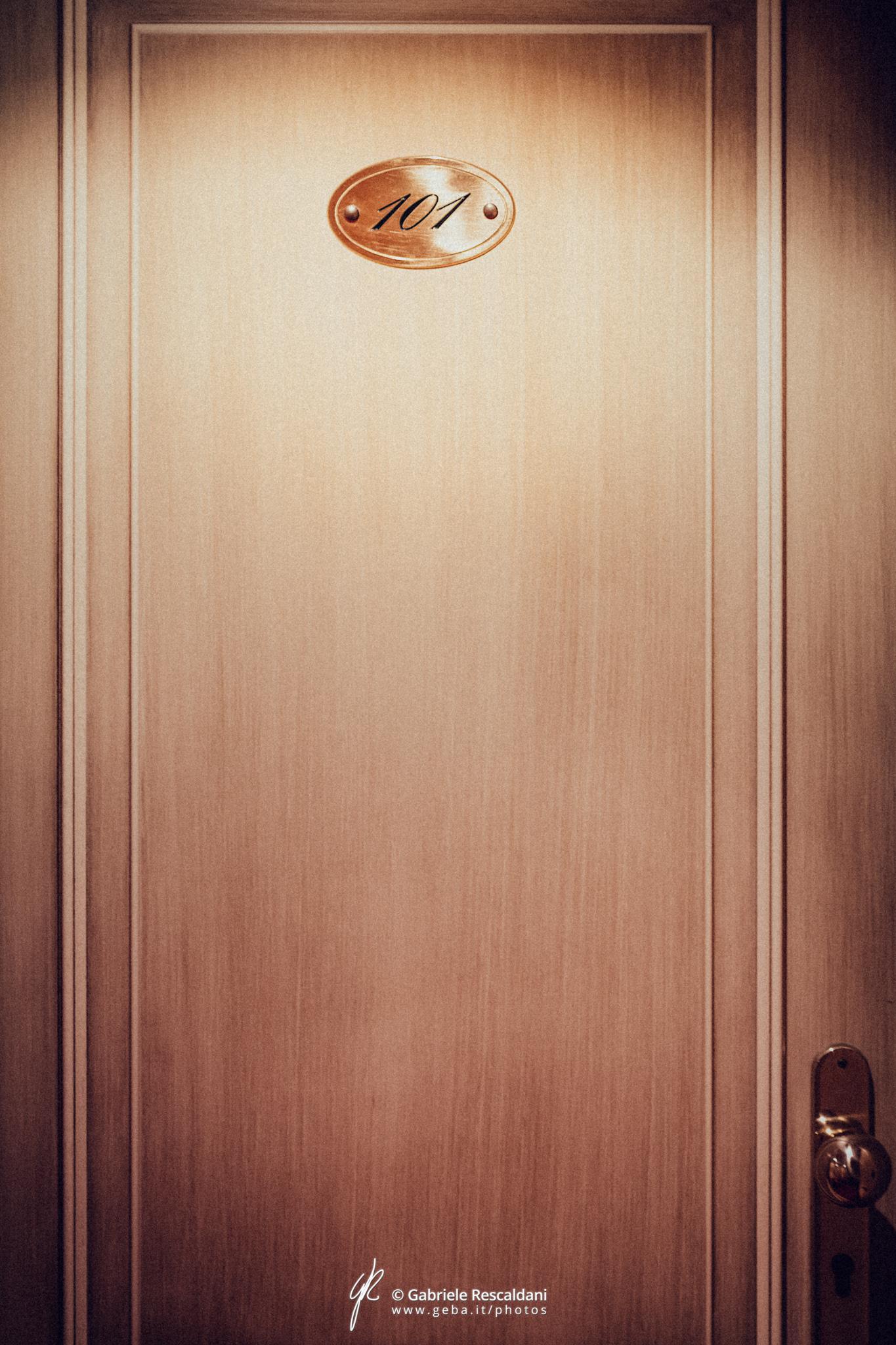 Dirty pages of room 101 / Грязные страницы номера 101 / Gabriele Rescaldani