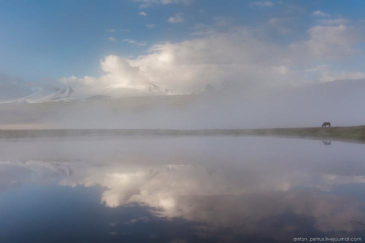 2. Совершенно сказочное состояние — туман клочьями полз по плато, то закрывая, то обнажая снежные го