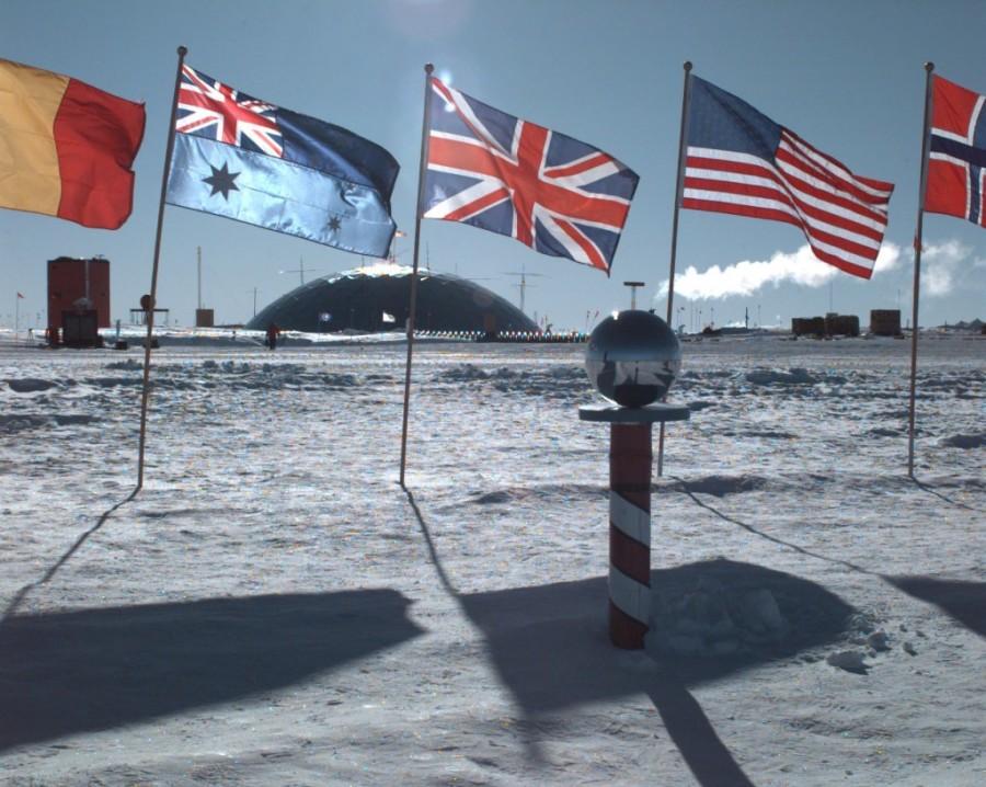 19. В 1959 году двенадцать стран подписали Антарктический договор, согласно которому они могли осуще