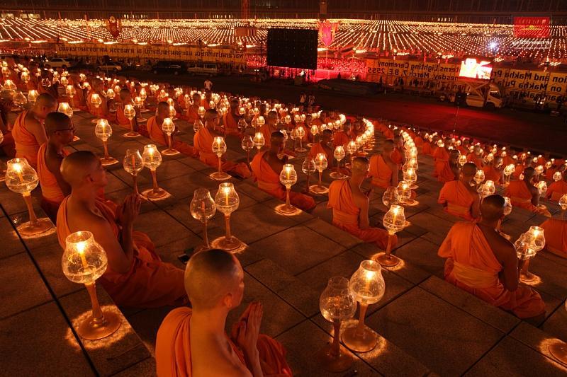7. 1 миллион статуэток Будды украшают внешнюю поверхность и купол храма. Каждая из них покрыта титан