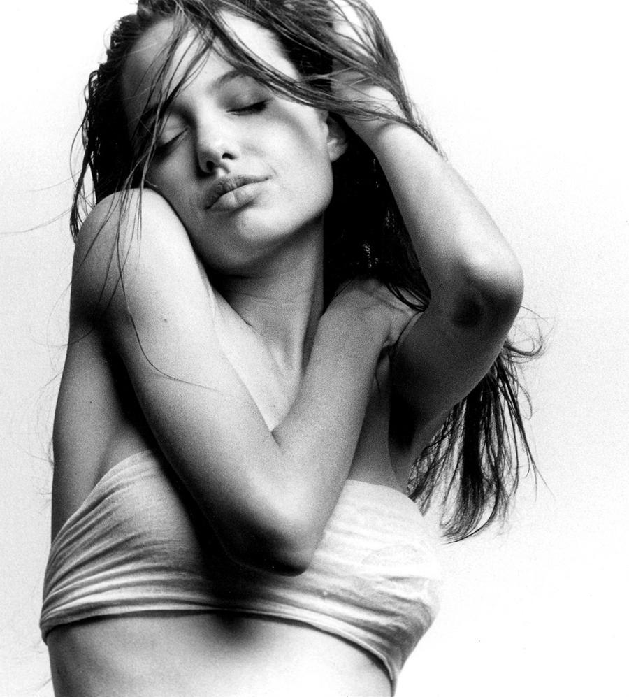3. 1991 год, Анджелине Джоли 16 лет.