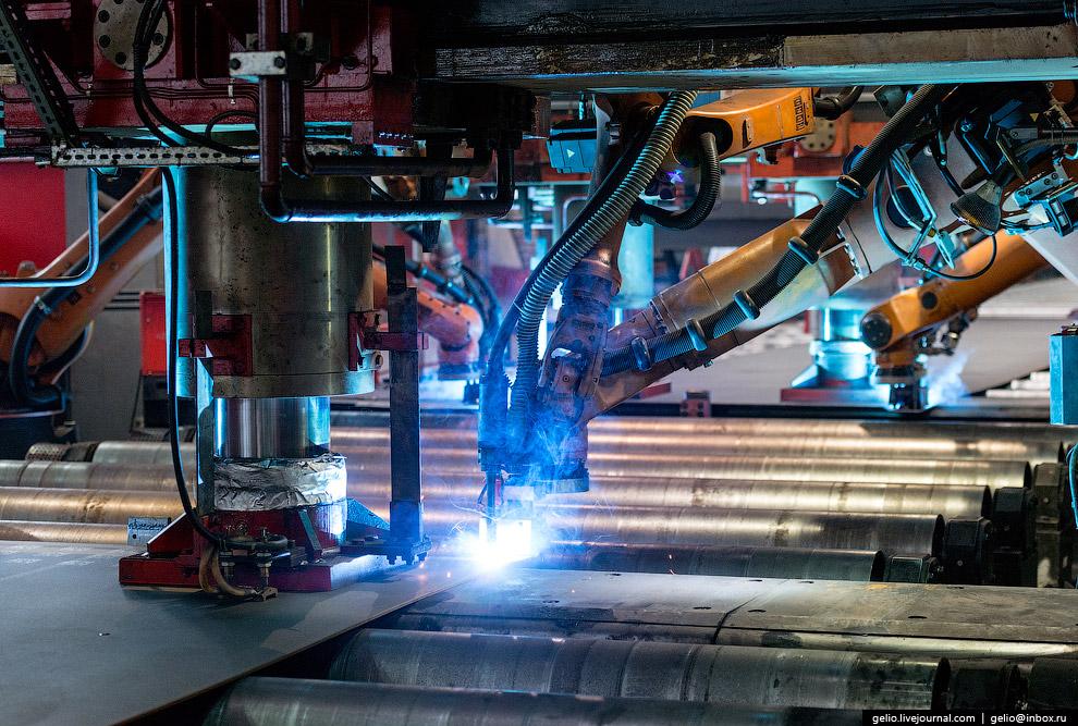 57. Новый цех способен ежегодно выпускать свыше 600 тысяч тонн одношовных труб.