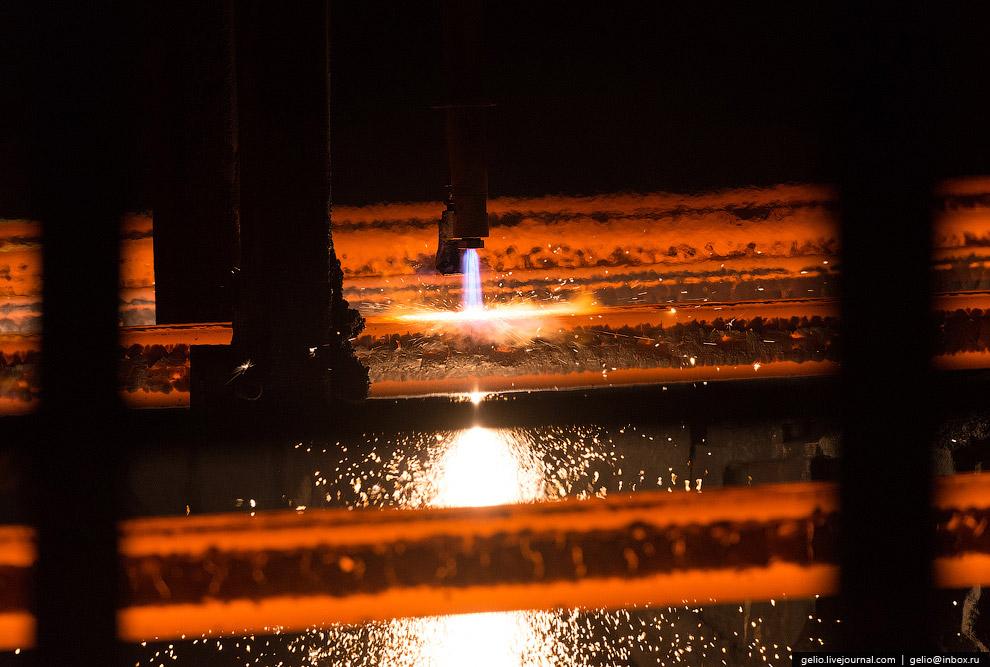 18. Универсальный рельсобалочный стан , на котором производятся рельсы длиной до 100 метров с п