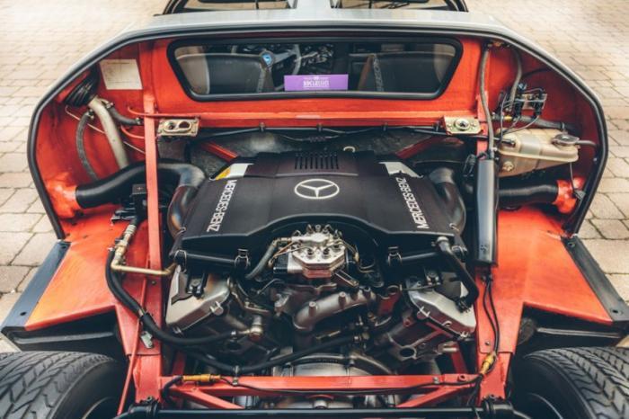 Был установлен 5-ти литровый двигатель от Мерседеса.