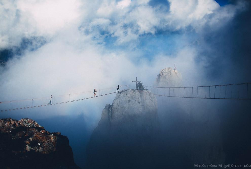 7. На вершине Ай-Петри я увидела над собой интересное явление — это Глория. Глория наблюдается
