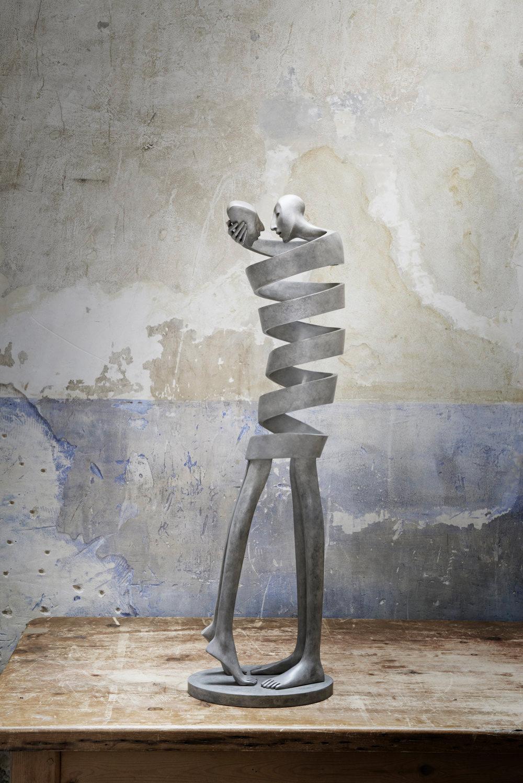Статуэтки со спиралевидными телами людей