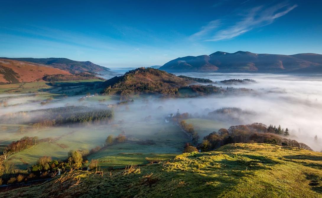 Одно из самых красивых и спокойных мест во всей Англии. По территории разбросаны десятки озер с чист