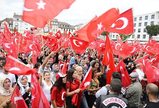 Власти Турции: Народ желает закончить переговоры повступлению вЕС