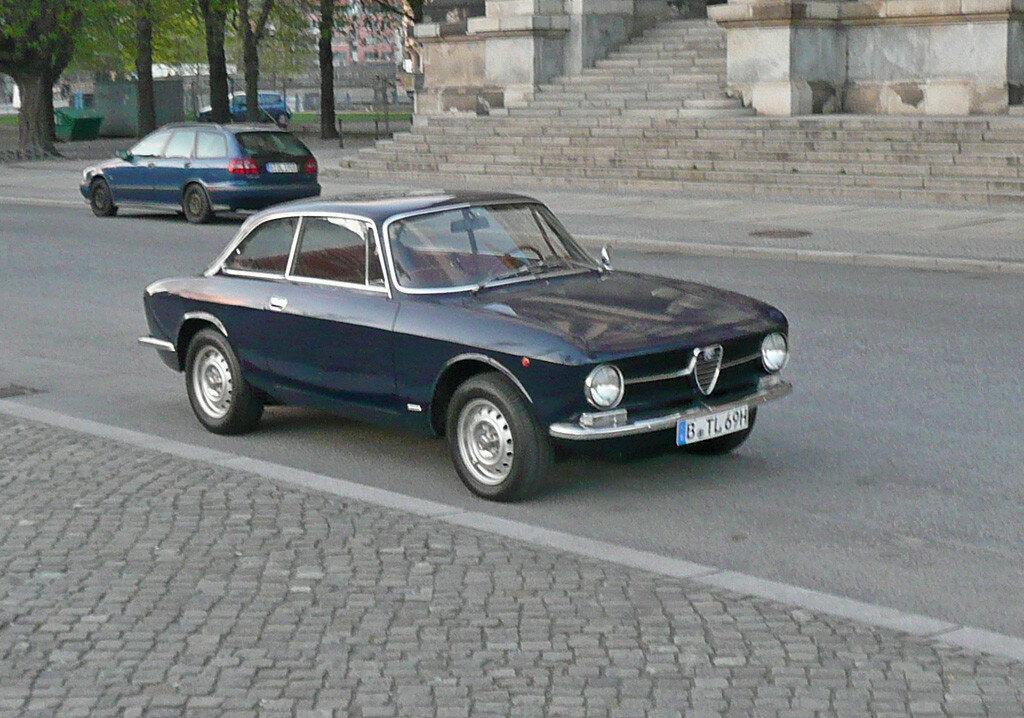 alfaromeo-GT1300-Junior-1970-P1020755.JPG