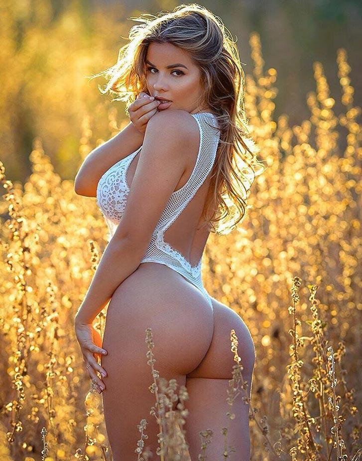 30 летняя дамочка сексуально раздевается оголив пышные булки у бассейна  564132