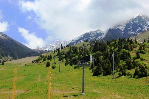 Зимой здесь лыжные трассы