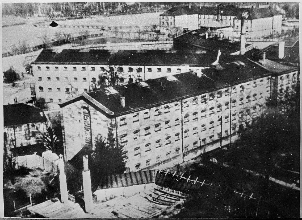 Тюрьма, где содержались главные военные преступники  в ходе процесса, и  где они были казнены