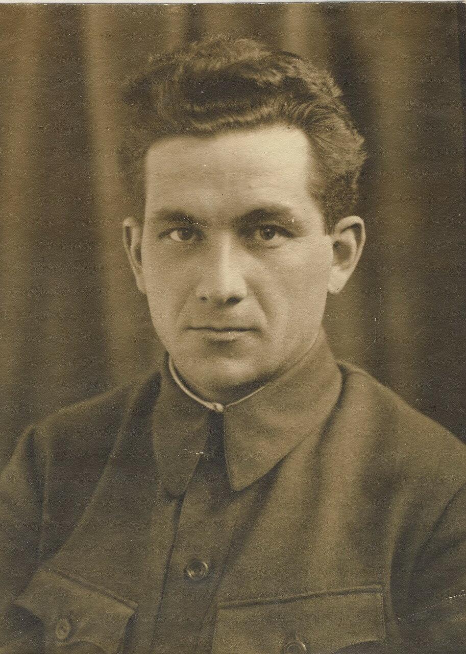 Александр Абрамович Фин (1908-1944) - сын Ревекки Лясс. Лауреат Сталинской премии 1943 года