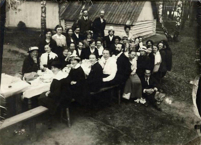 1900-е. Праздничное застолье на даче