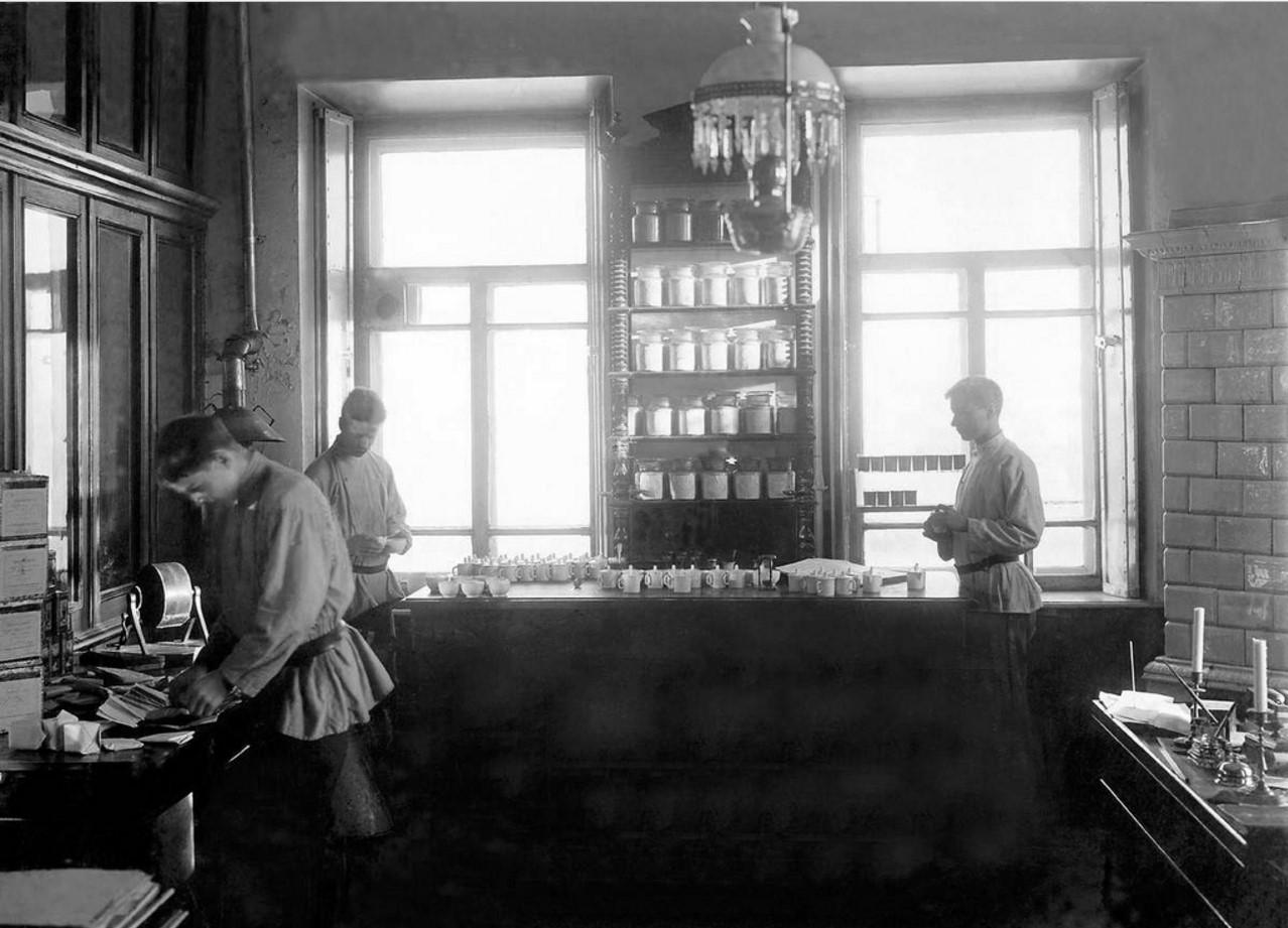 Чаеразвесочная фабрика Высоцкого. Проверка качества чая в лаборатории