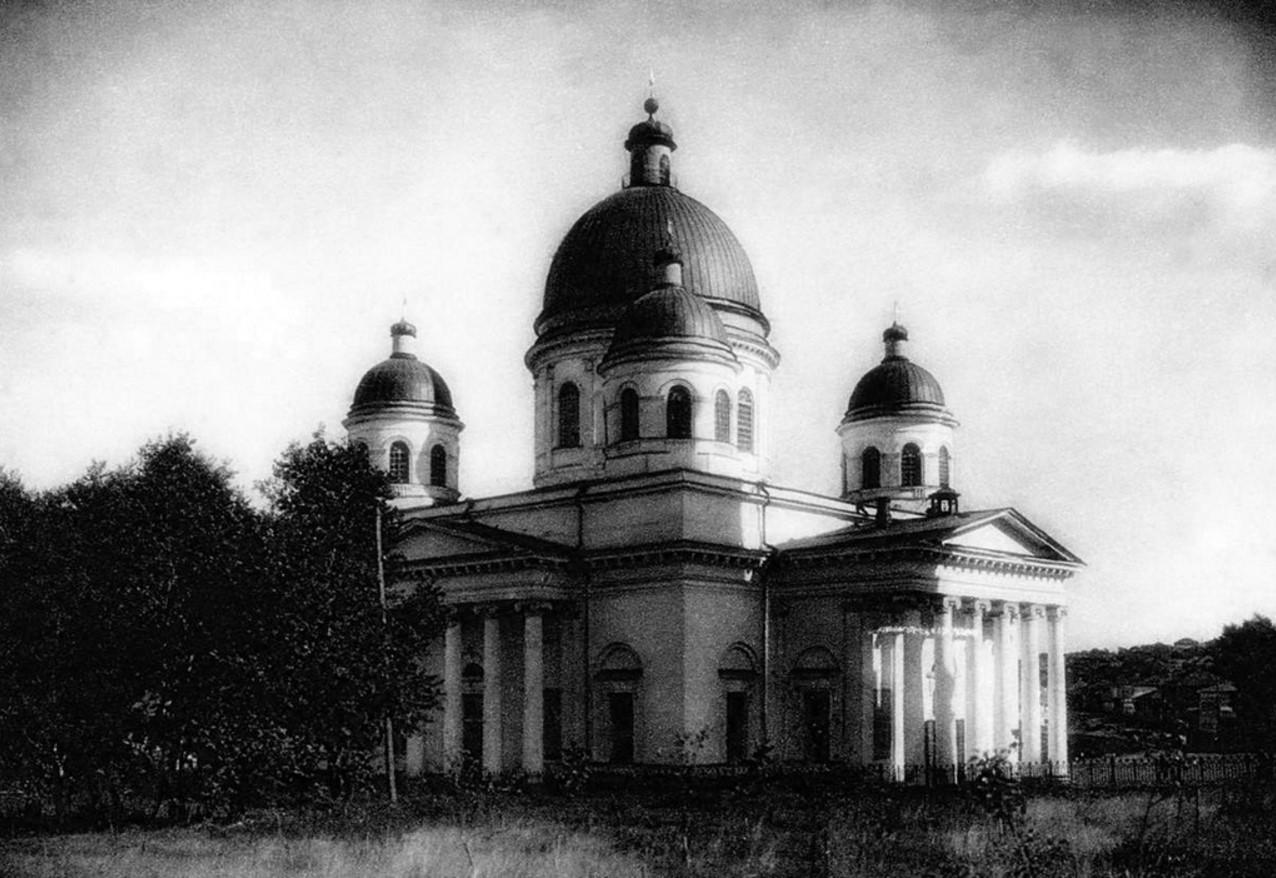 Златоуст. Златоустовский окружной музей (городской краеведческий музей) в здании Свято-Троицкого собора. 1932