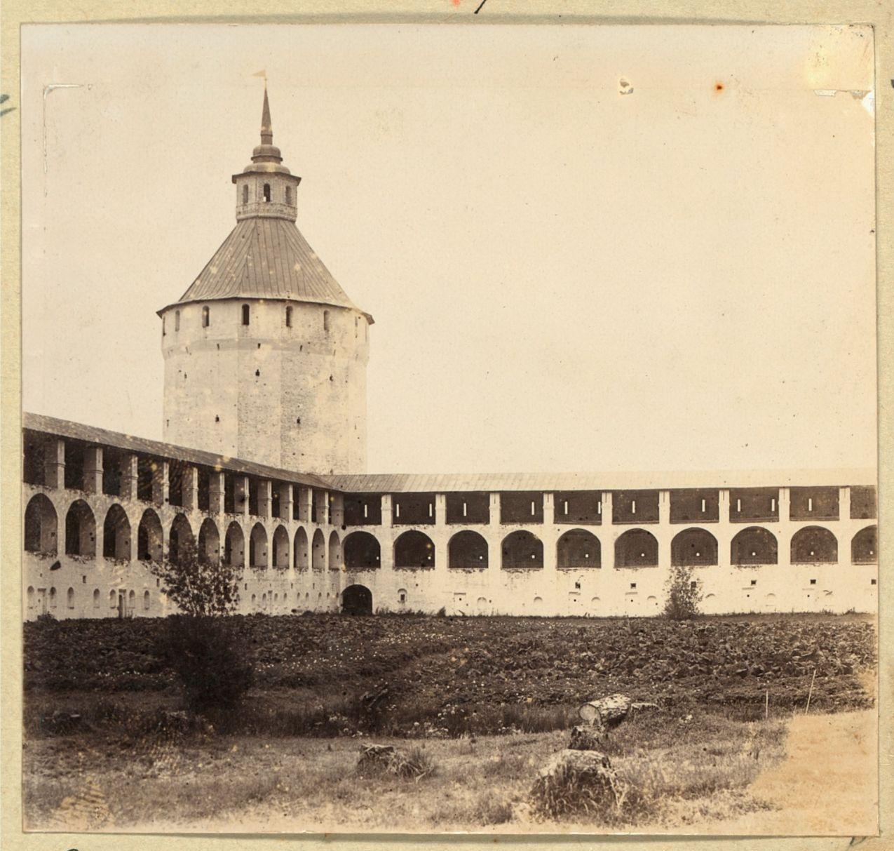 Кирилло-Белозерский монастырь. Стена с нишами, окружающая монастырь
