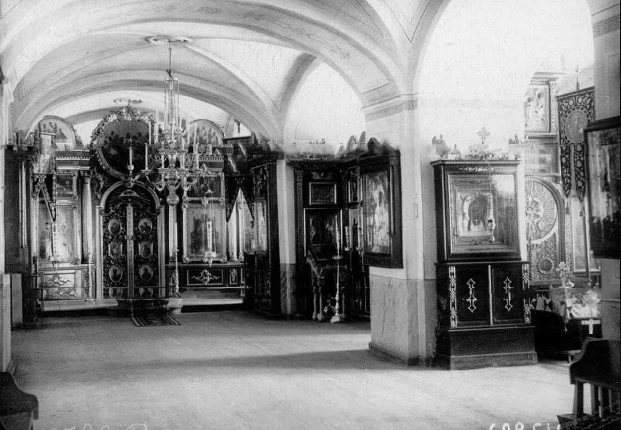 52. Вид на царские врата церкви в монастыре