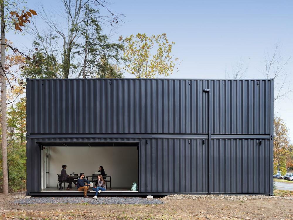 Простой дом из контейнеров, который можно собрать за сутки