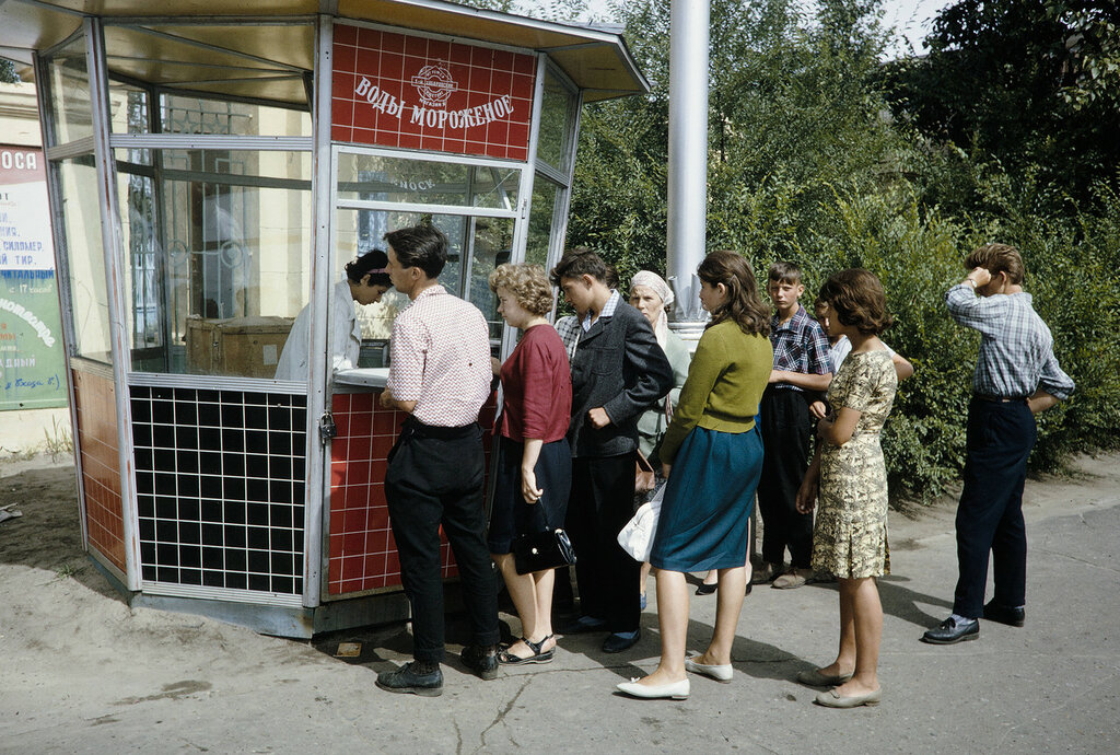 Russia, line at vending stand in Moscow