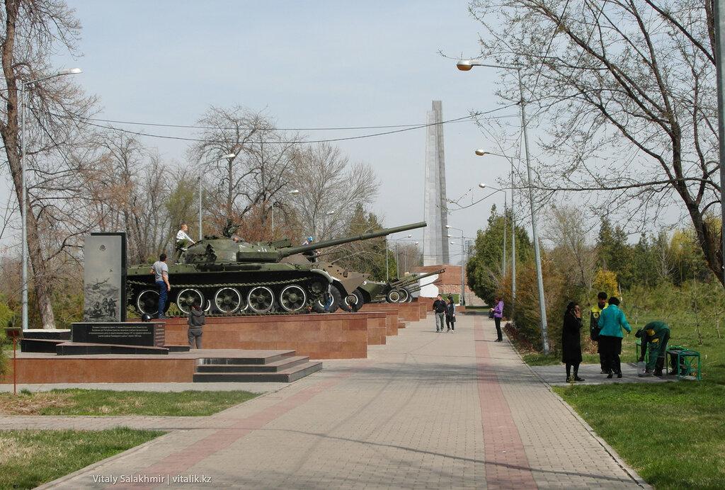 Военная аллея в парке Абая Шымкент