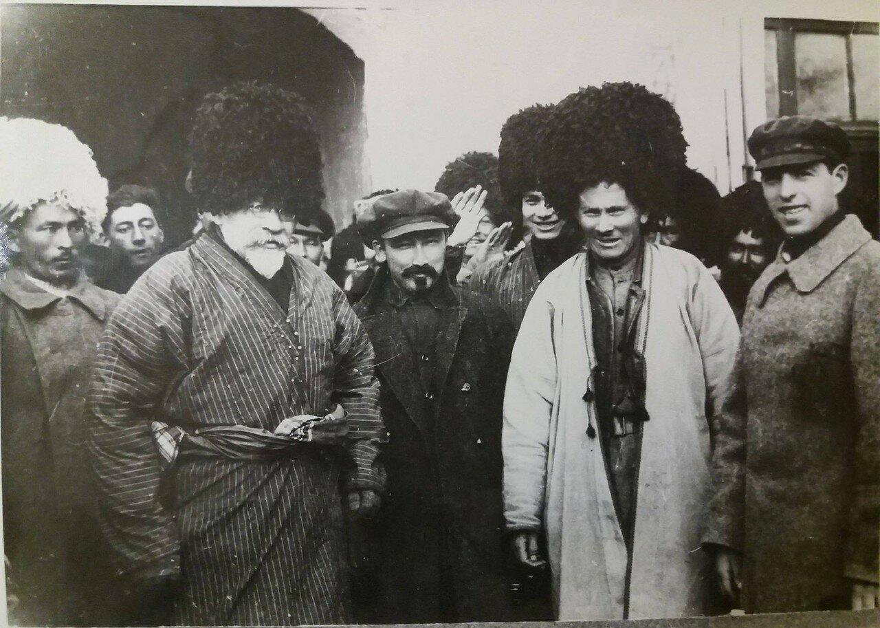 1925. М.Н.Калинин в день приезда в город Полторацк(Ашхабад) на 1 Всетуркменский сьезд Советов. 15 февраля