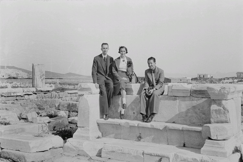 Делос. Туристы, посещающие древние руины