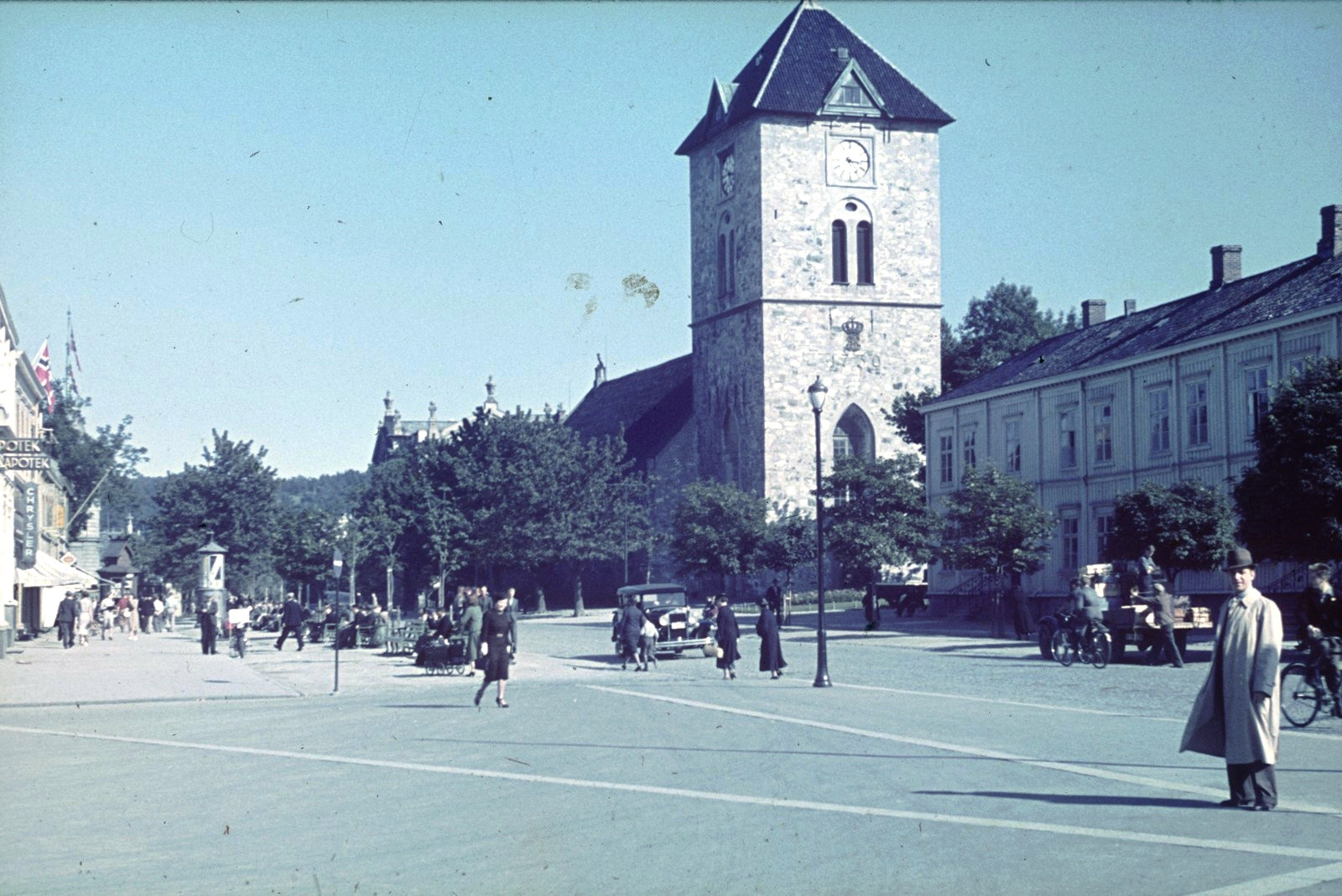 Тронхейм, ворота Конген. Вид на каменную церковь Богоматери