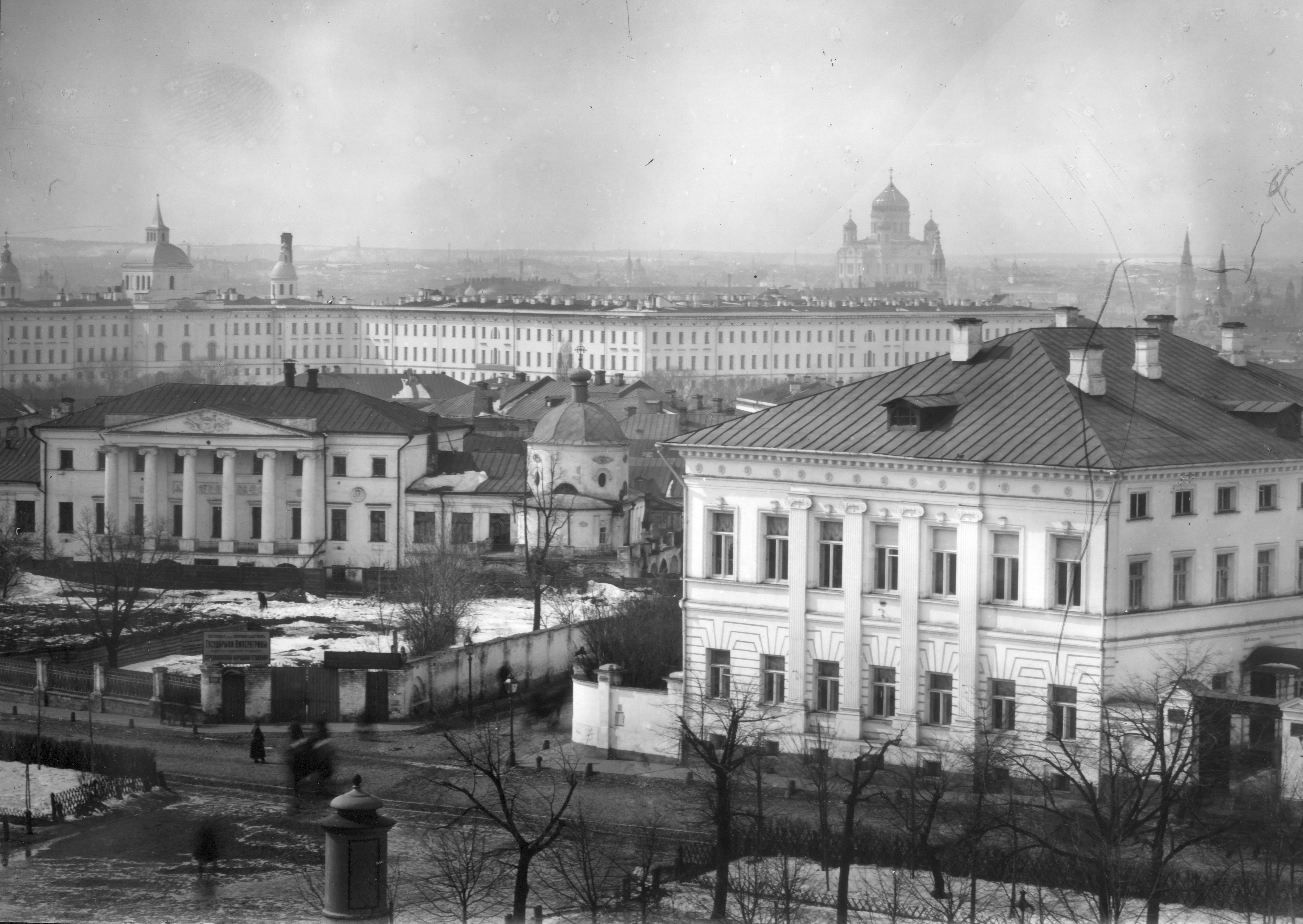 Вил из окна Практической академии на Воспитательный дом и храм Христа Спасителя. 26.3.1899