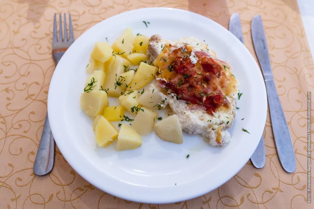 Свинина «Новинка» с отварным картофелем