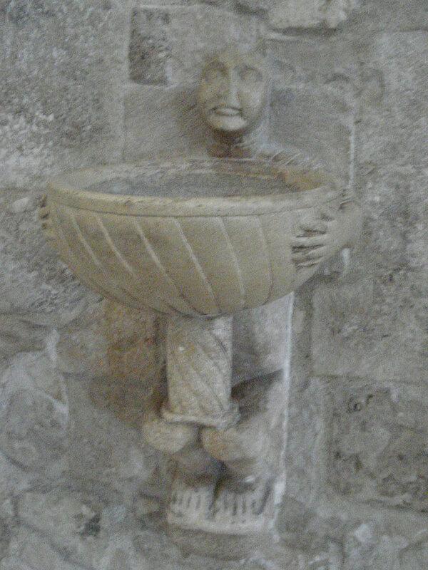 028-чаша для св.воды с Сарацином.jpg