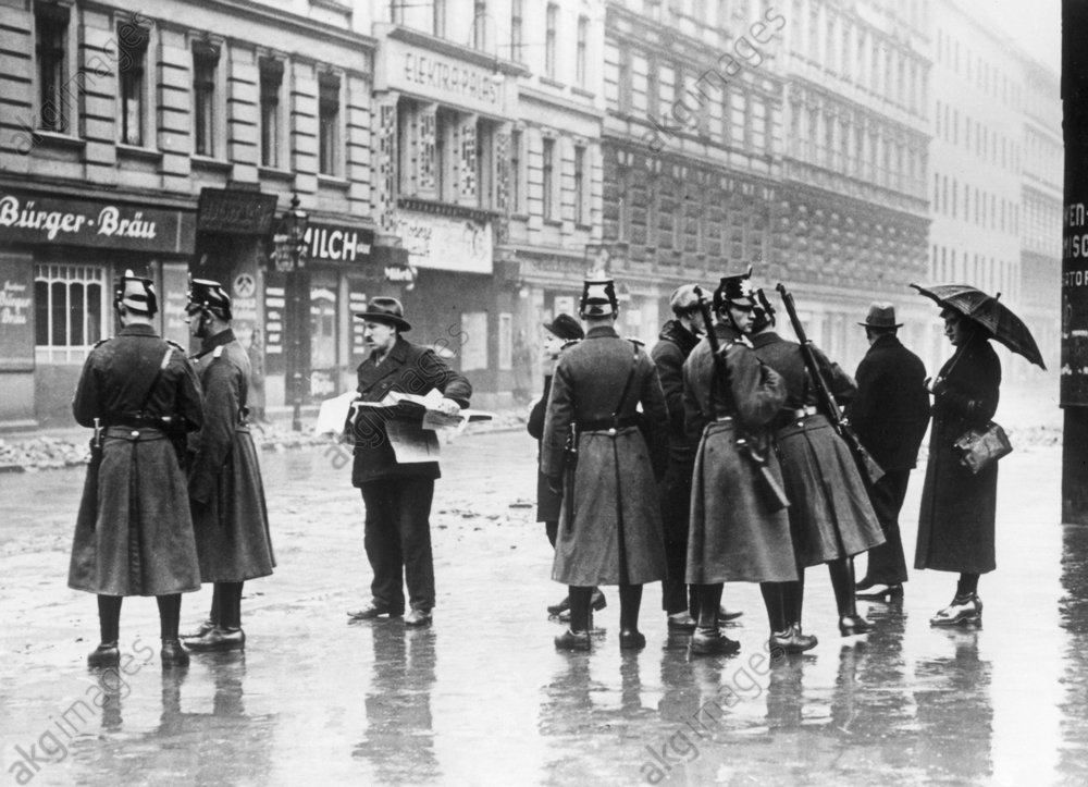 Berlin 1933/Razzia gegen Kommunisten... - Raid against Communists / Berlin / 1933 - Berlin 1933 / Razzia anticommuniste