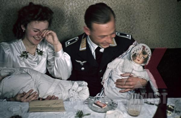 stock-photo-austrian-air-force-pilot-officer-luftwaffe-vienna-wien-austria-medals-uniform-wedding-family-kissing-1941-smeschkal-doll-9867.jpg