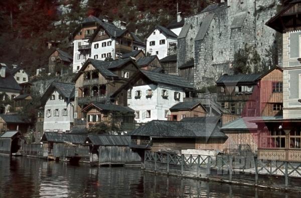 stock-photo-houses-at-the-hallsttter-see-in-hallstatt-austria-1940-10708.jpg