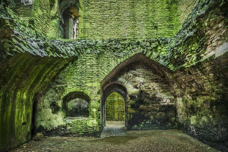 bolton-castle-interior-view-167114885.jpg