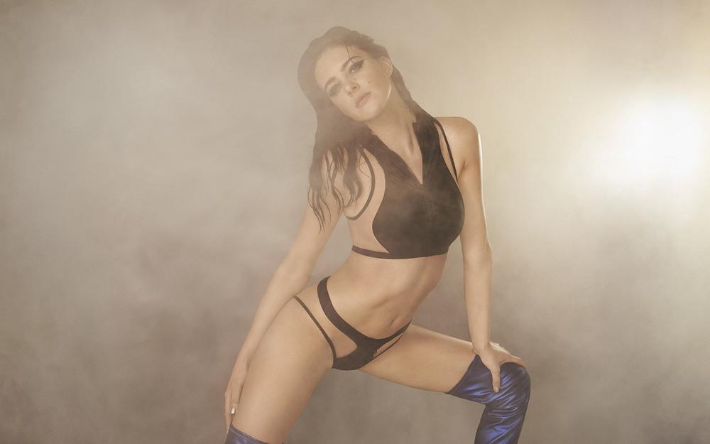 Элиза Каммингс в сексуальном белье