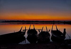 Лодки ждут своих туристов.
