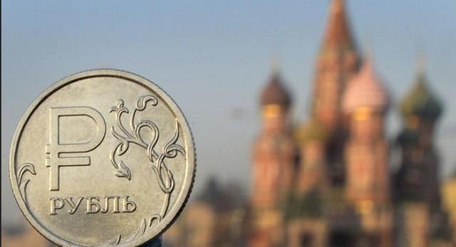 Российский рубль вошел в тройку лучших валют в новом году по версии Societe Generale