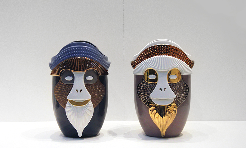 Яркие вазы в форме голов приматов