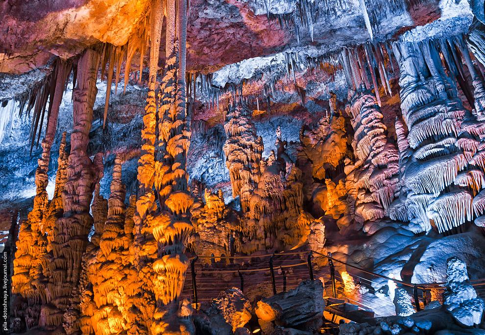 9. К сожалению, со времени открытия пещеры некоторые природные образования были повреждены.
