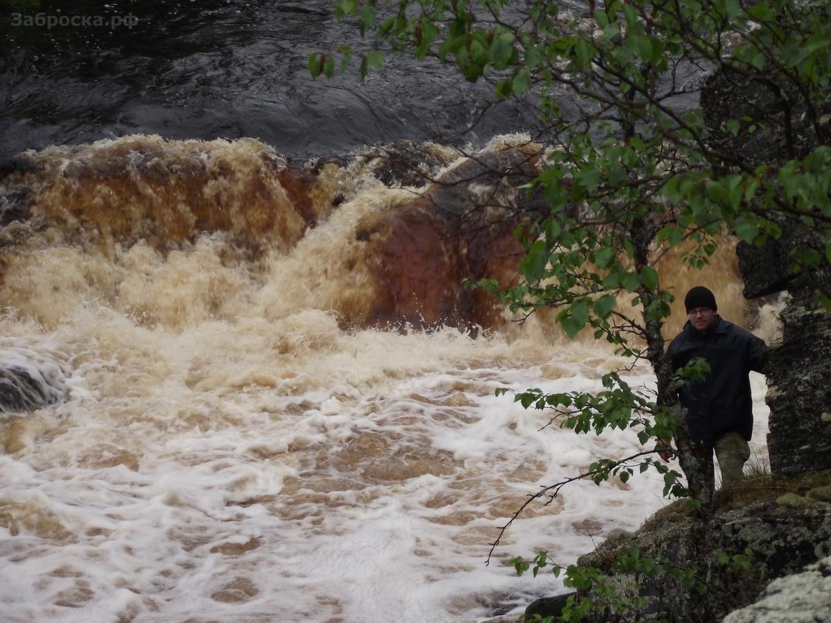 17.? Знаменитый водопад Падун на реке Малая Варзуга. Через него Максим прошел без предварительной по
