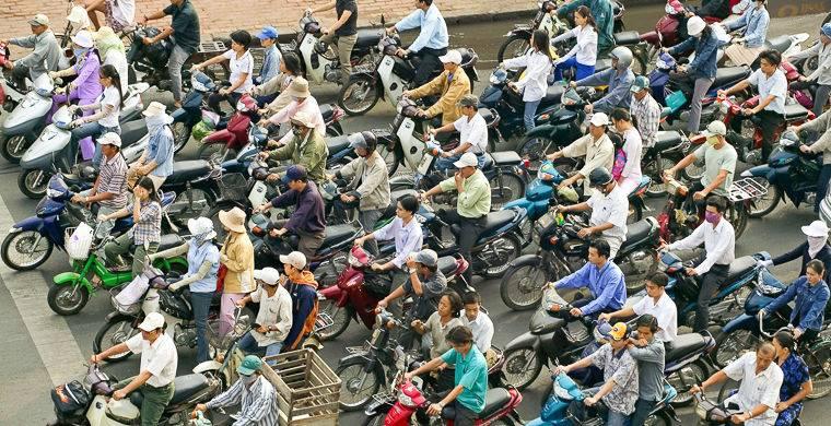 8. Они носят респираторы Марлевой повязкой или шарфом на лице в Азии никого не удивишь — так в