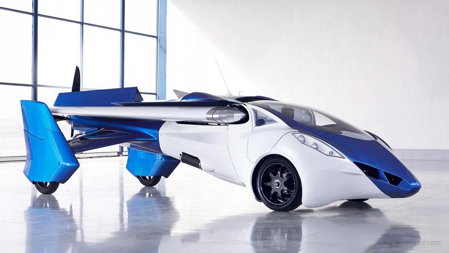 1. Над первым AeroMobil словацкие конструкторы начали работать еще в 1990 году. Второй проект стоил