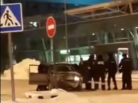 Милиция задержала лихача, заехавшего наавтомобиле втерминал аэропорта Казани